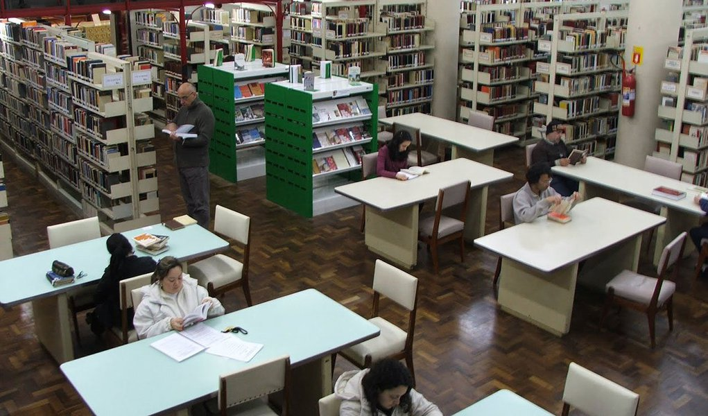 O Ministério da Cultura lançou em dezembro o novo cadastro de bibliotecas públicas e comunitárias do país. Os números atuais indicam que 112 dos 5.570 municípios não contam com espaços públicos de leitura, embora o Brasil disponha de 6.701 bibliotecas públicas já cadastradas e em torno de 3 mil comunitárias