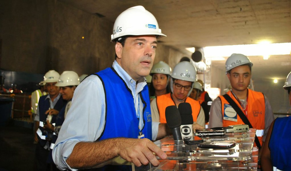 """Secretário de Transportes do estado do Rio, Carlos Roberto Osorio confirmou a solicitação formal por parte da CCR Barcas, concessionária que administra o sistema de barcas na Baía de Guanabara, de rescisão amigável do contrato assinado em 1998; o dirigente negou que a empresa tenha pedido um ressarcimento no valor de R$ 500 milhões; """"De concreto, o que temos hoje, é apenas uma solicitação formal de distrato amigável por parte da CCR Barcas. Ela alegou dois motivos para entregar a concessão: por desequilíbrio financeiro e uma decisão estratégica por parte da empresa. Agora, o estado vai sentar e estudar o que deve ser feito"""""""
