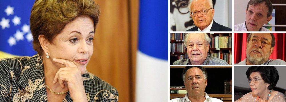"""Em manifesto divulgado em encontro de intelectuais organizado pelo Núcleo de Estudos da Violência da USP, grupo classifica o impedimento de Dilma Rousseff como """"extraordinário retrocesso"""" que traria """"sérios riscos à constitucionalidade democrática""""; """"Impeachment foi feito para punir governantes que efetivamente cometeram crimes. A presidente não cometeu qualquer crime"""", diz o texto; """"O que vemos hoje é uma busca sôfrega de um fato ou de uma interpretação jurídica para justificar o impeachment. Como não se encontram fatos, busca-se agora interpretações jurídicas bizarras, nunca antes feitas neste país""""; assinam o documento, entre outros, Fábio Konder Comparato, Rogério Cerqueira Leite, Luiz Felipe de Alencastro, André Singer, Fernando Morais e Marilena Chaui"""