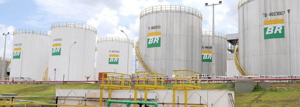 Conselho de Administração da Petrobras aprovoua venda de 49% das ações da Petrobras Gás (Gaspetro) para a Mitsui Gás e Energia do Brasil; valor total da transação é R$ 1,9 bilhão, que representa o montante no momento do fechamento da operação; Mitsui Gás e Energia do Brasil Ltda. já tem participação societária em oito companhias estaduais de distribuição de gás natural em atividade no Brasil