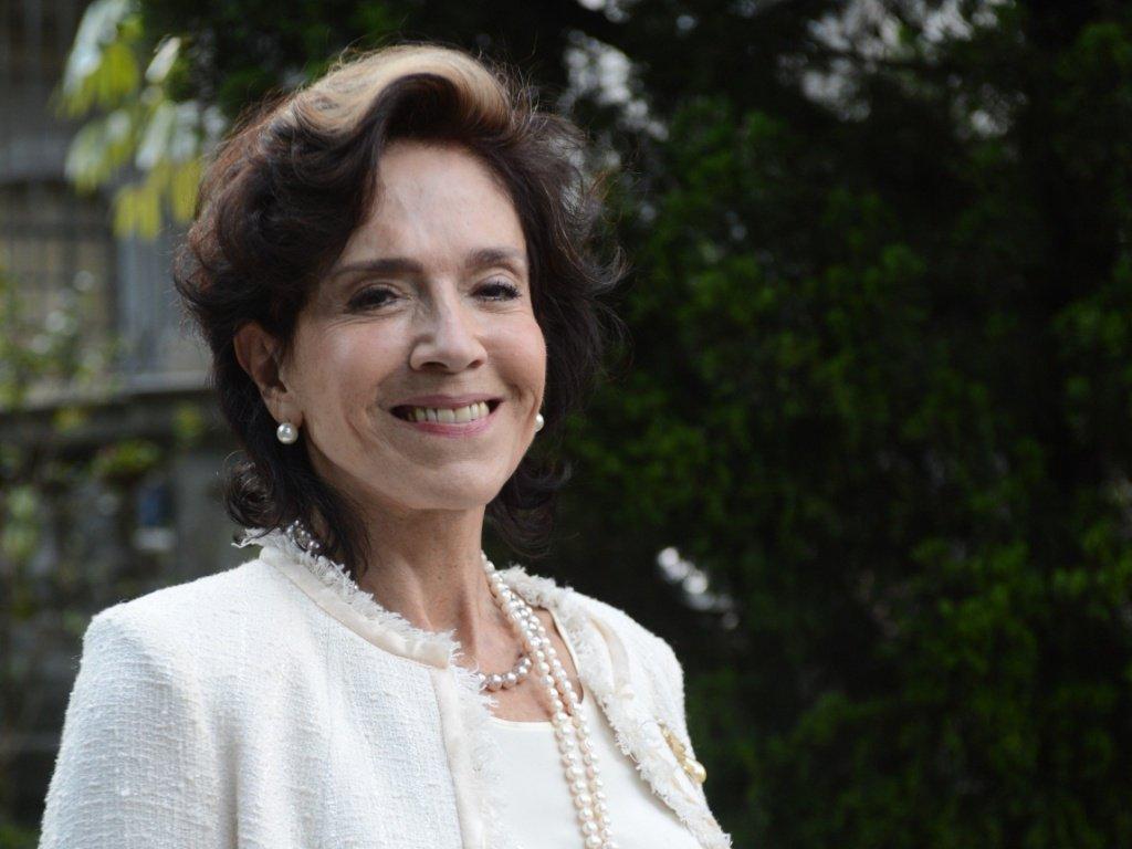 """Morreu na manhã desta terça-feira, 20, no Rio, a atriz Yoná Magalhães; Yoná tinha 80 anos e estava internada desde o dia 18 de setembro em u hospital na zona Sul da cidade com problemas cardiológicos; uma das beldades de sua geração, Yoná começou a carreira no rádio, em 1954, na TV Tupi; desafiou críticos ao posar nua para a capa da """"Playboy"""" aos 51 anos; em 2013, interpretou a socialite Glória Pais na novela """"Sangue Bom"""""""