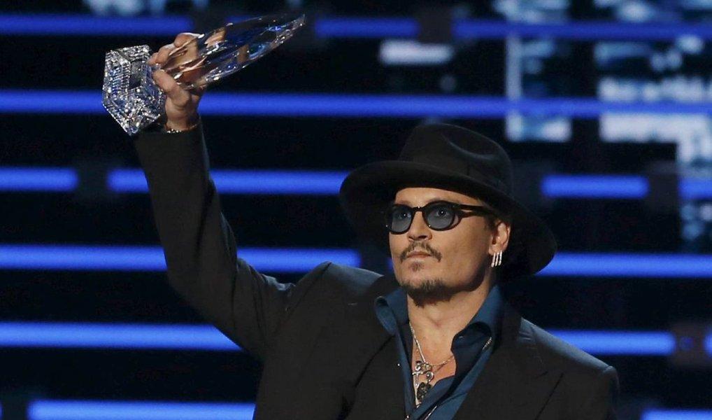 """Ellen DeGeneres, Johnny Depp e o filme """"Velozes e Furiosos 7"""" estão entre os principais vencedores do prêmio People's Choice Awards, entregue na noite de quarta-feira em Los Angeles"""