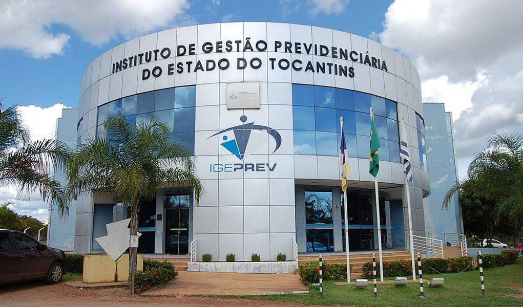 O Instituto de Gestão Previdenciária do Estado do Tocantins (Igeprev) fez um mutirão para atendimentos no último dia de 2015, apesar da data ter sido ponto facultativo no governo estadual; mas 1.449 aposentados e pensionistas perderam o prazo, para atualização de suas informações no órgão e estão sob o risco de terem os seus pagamentos suspensos; eles representama 15,58% dos beneficiados do Igeprev; o início da suspensão ainda não está totalmente definido porque o órgão optou em aguardar algumas semanas para, então, publicar a lista oficial com os nomes dos atingidos pela medida