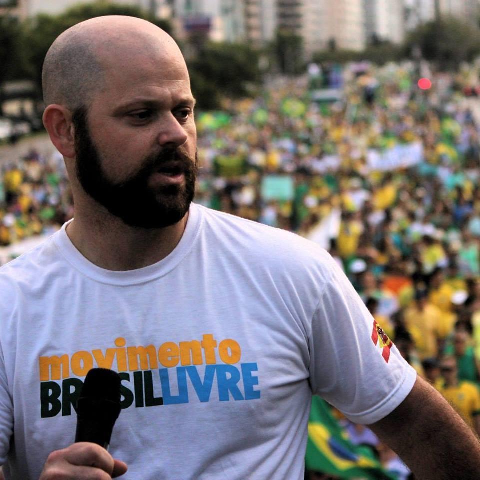 Dentro do mais profundo espírito democrático, convidei Alexandre Paiva, 39 anos, administrador, um dos coordenadores nacionais do MBL (Movimento Brasil Livre), para explicar o que é esse movimento