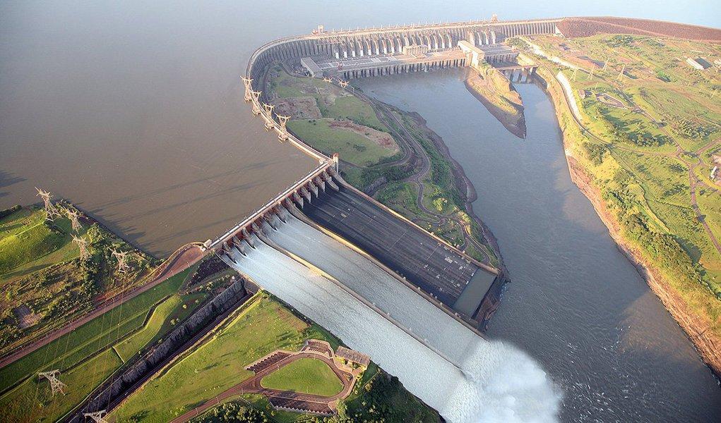 A usina hidrelétrica Itaipu Binacional, em Foz do Iguaçu, na divisa do Paraná com o Paraguai, superou duas vezes o recorde histórico de geração horária de energia elétrica; por conta das cheia de seus reservatórios, a usina atingiu 100% da capacidade, ao produzir 14.167 megawatts durante a tarde desta terça-feira (20) e 14.145 megawatts entre 12h e 13h