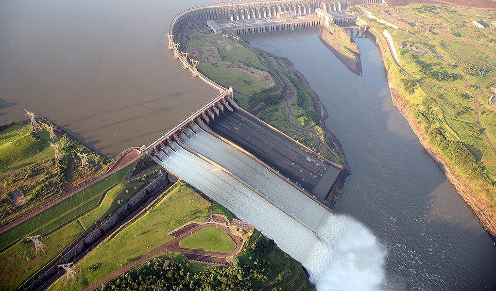 Usina hidrelétrica do Paraná ultrapassou a chinesa Três Gargantas e voltou à liderança mundial em produção de energia elétrica; a binacional, que pertence ao Brasil e ao Paraguai, também atingiu outra marca histórica, a de maior produtora de energia acumulada do planeta, com mais de 2,312 bilhões de megawats-hora (MWh) desde a entrada em operação, em maio de 1984