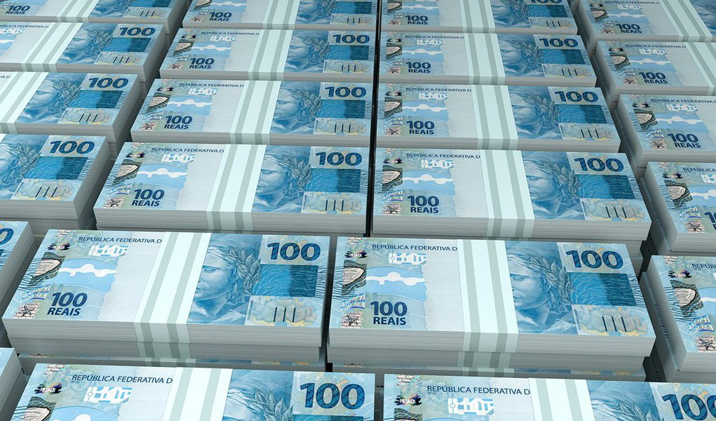 O estoque total da dívida mobiliária federal brasileira cresceu 1,8% em setembro sobre agosto, chegandoa R$ 2,735 trilhões, aproximando-se do teto de R$ 2,8 trilhões para 2015 fixado no Plano Anual de Financiamento (PAF); na mesma base de comparação, a dívida externa subiu 8,62%, fechando o mês a R$ 145,89 bilhões