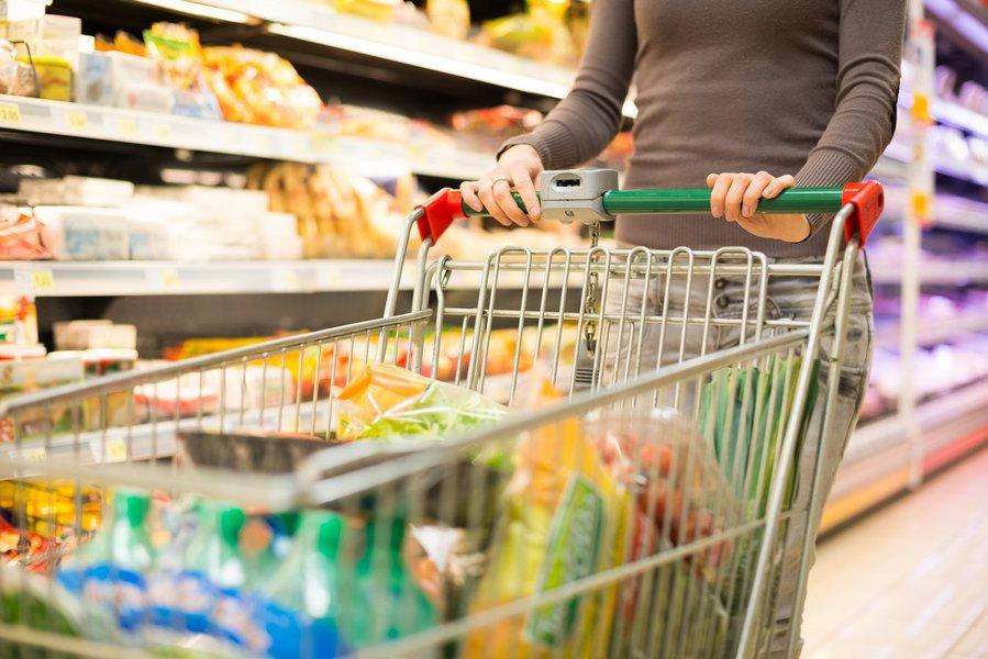 Apesar de muitos consumidores já estarem cansado de ouvir que é importante pesquisar os preços antes de comprar, muitos não praticam essa dica. No entanto, uma pesquisa realizada pela Proteste Associação de Consumidores mostra o quanto pode-se economizar com uma simples pesquisa;os preços médios das cestas nos últimos cinco anos chegaram a variar 41% em São Paulo
