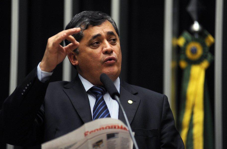 """""""Essa é a matéria do ano, é hora de a base se afirmar"""", disse o líder do Governo na Câmara, José Guimarães (PT-CE), sobre a votação da PL 05/15, que altera a meta fiscal de 2015, marcada para esta terça-feira (1). De acordo com o parlamentar, a base aliada assumiu o """"compromisso efetivo"""" de buscar quórum na sessão para permitir a votação da proposta"""