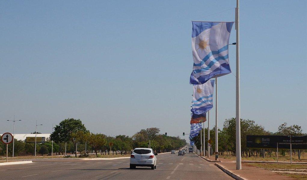 Prefeitura de Palmas irá interditar a avenida Teotônio Segurado no sentido Sul-Norte nesta sexta-feira, 23, entre as 16 e 19 horas, durante a abertura dos Jogos Mundiais dos Povos Indígenas 2015; bloqueio iniciará na altura da entrada para o aeroporto até NS - 15, entrada para o Estádio Nilton Santos