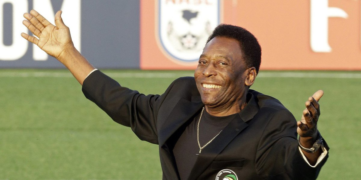 Seu talento e sucesso foram várias vezes reconhecidos antes e depois de pendurar as chuteiras, em 1977; em votação aberta ao mundo,Pelé foi escolhido como o atleta do século em 1981; a polêmica em torno da escolha foi encerrada em 1999, quando ninguém menos que o Comitê Olímpico Internacional ratificou o título
