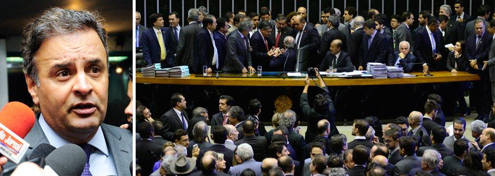 """Um dos principais entusiastas do golpe contra a presidente Dilma Rousseff, o senador Aécio Neves, presidente do PSDB, disse que a eleição da chapa da oposição para a comissão do impeachment é uma derrota """"cabal"""" para o governo; para o tucano, se a votação tivesse sido aberta, a vitória da oposição poderia ter sido maior; """"O governo não teve sequer 200 votos numa votação secreta. Imagine quando for numa votação aberta e o parlamentar tiver sendo pressionado pela sua base"""", disse; apesar da euforia de Aécio, a oposição demonstrou não ter votos suficientes para aprovar a admissibilidade do processo de impeachment na Câmara, que são necessários 342"""