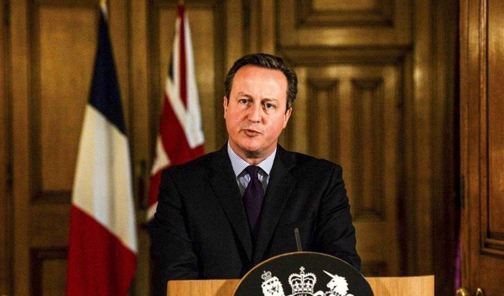 """""""Devemos tomar a decisão de estender os bombardeios britânicos contra o Estado Islâmico na Síria"""", afirma o texto enviado aos deputados, divulgado algumas horas antes do primeiro-ministro britânico David Camerondiscursar no Parlamento para apresentar pessoalmente a demanda"""