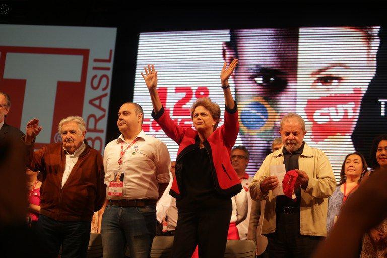 Dilma não é Lula e não lhe é possível, como ele, representar a convivência de interesses opostos. O desgaste é vertical
