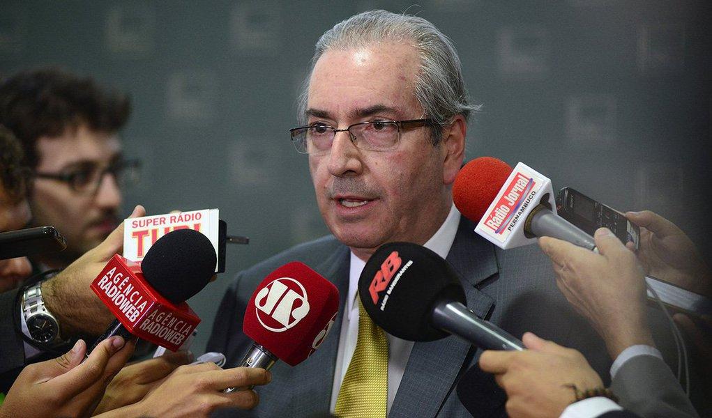 """O presidente da Câmara, Eduardo Cunha (PMDB-RJ), afirmou nesta quinta (26) que é possível que decida até a próxima segunda (30) autorizar ou arquivar os pedidos de impeachment contra a presidente Dilma Rousseff; segundo ele, estão prontos todos os pareceres em relação aos pedidos de impeachment; """"Quem sabe segunda (30)? Novembro acaba na segunda-feira e eu ainda não estou inadimplente"""", disse"""