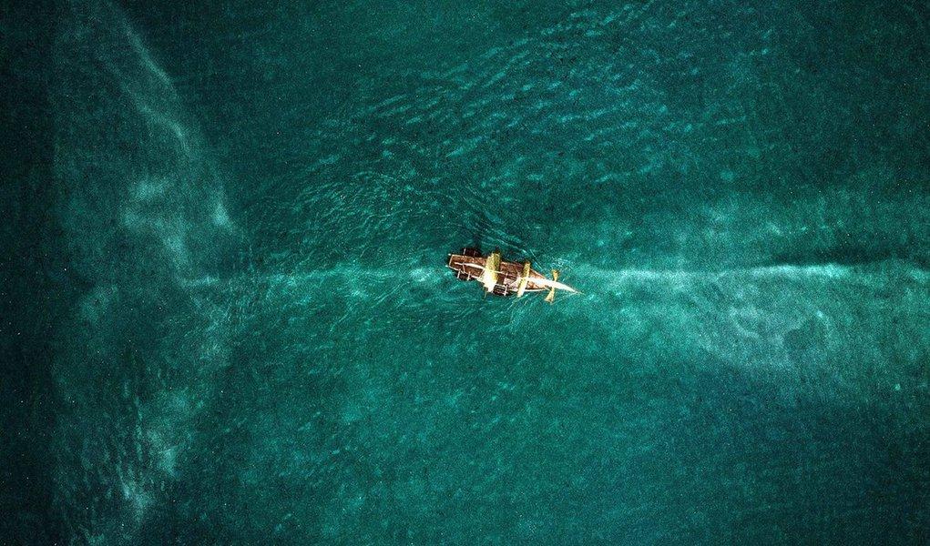 """Filme """"No Coração do Mar"""", de Ron Howard, teve uma estreia decepcionante nos EUA, com arrecadação de US$ 11 milhões; com uma produção orçada em 100 milhões de dólares, o filme deverá resultar em fiasco para a Warner Bros, estúdio responsável pelo filme que conta a história doEssex, um navio baleeiro que teve um encontro violento com uma baleia cachalote; tragédia -que incluiu até atos de canibalismo praticados pelos náufragos - inspirou """"Moby Dick"""", de Herman Melville"""