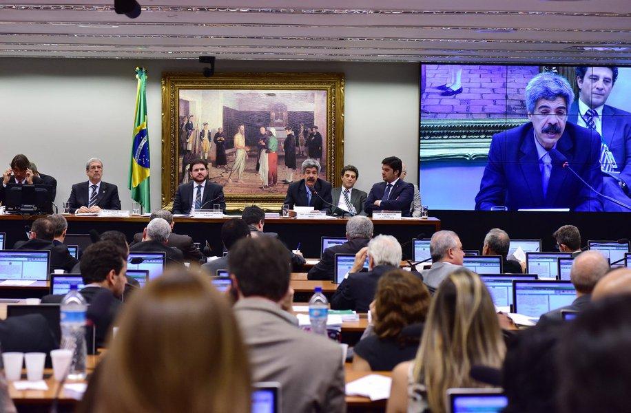 O debate ocorrido na CPI não foi entre os que queriam apurar irregularidades na estatal e os que preferiam escondê-los. Acima de tudo, foi um debate político, entre os que têm clareza sobre a importância da Petrobras para a soberania nacional e aqueles que, no governo FHC, tentaram privatizá-la