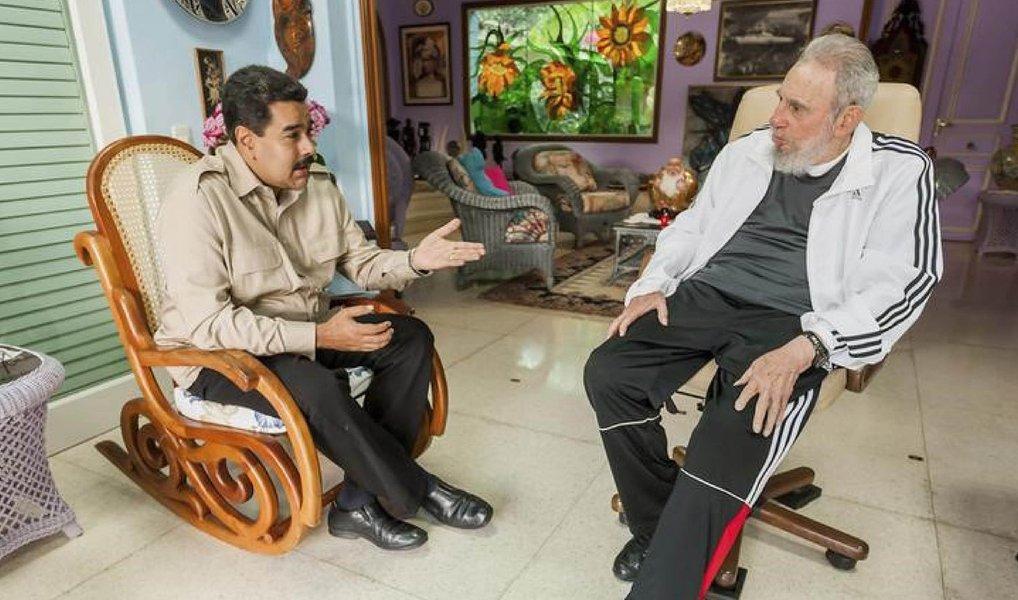 """Ex-presidente cubano Fidel Castro parabenizou o presidente da Venezuela, Nicolás Maduro, pelo """"discurso brilhante e corajoso"""" feito por ele na mesma noite em que o seu partido perdeu a maioria das vagas nas eleições legislativas; """"Junto-me à opinião unânime daqueles que o congratularam por seu discurso brilhante e corajoso na noite de 6 de dezembro, mal conhecendo o veredicto das urnas"""", disse"""