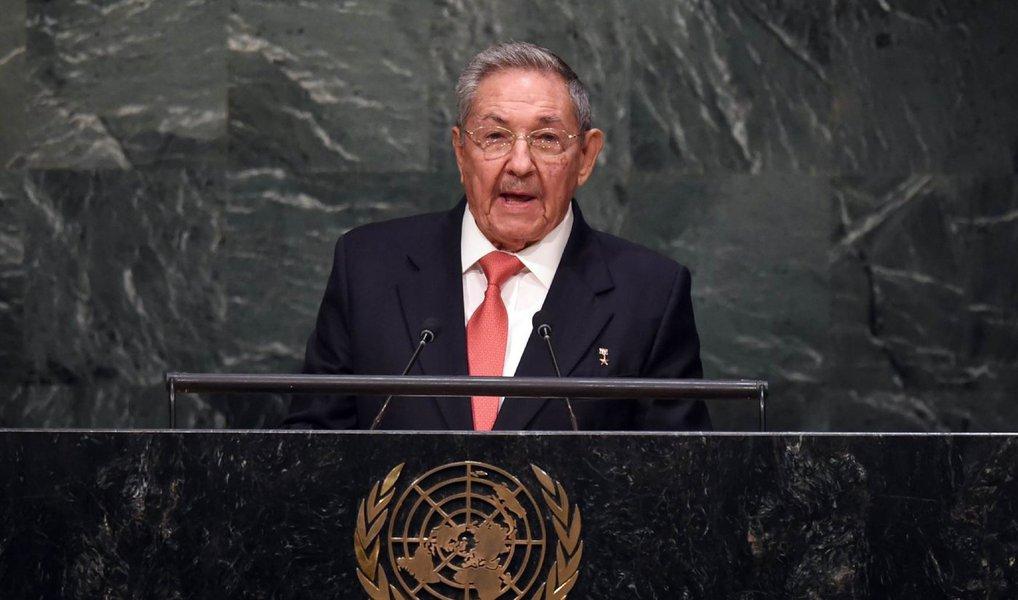 """Durante discurso na sede das Nações Unidas (ONU), em Nova York, neste sábado, 26, o presidente de Cuba, Raúl Castro, pediu o fim do embargo econômico dos Estados Unidos à ilha; Castro afirmou que """"o embargo econômico comercial e financeiro contra Cuba ainda continua há mais de meio século"""" e atrapalha o desenvolvimento do país e os interesses de outras nações e até mesmo de cidadãos e empresas norte-americanas"""