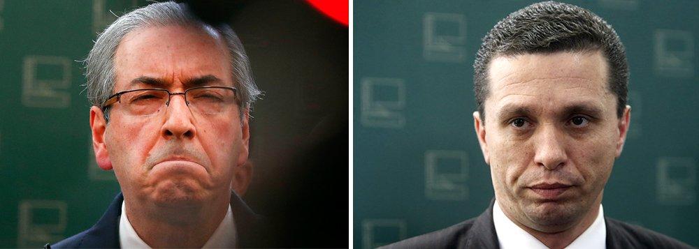 """Deputado federal Fausto Pinato (PRB-SP) afirmou ter recebido, em três oportunidades, oferta de propina relacionada ao seu parecer do processo de cassação de Eduardo Cunha (PMDB-RJ); dissetambém que deputados do """"exército camuflado"""" de Cunha o 'aconselharam' a não se queimar: 'Vai devagar, pensa bem, não é tudo que a mídia fala que é verdade, tem que tomar cuidado, tem que pensar aqui dentro da Casa'"""