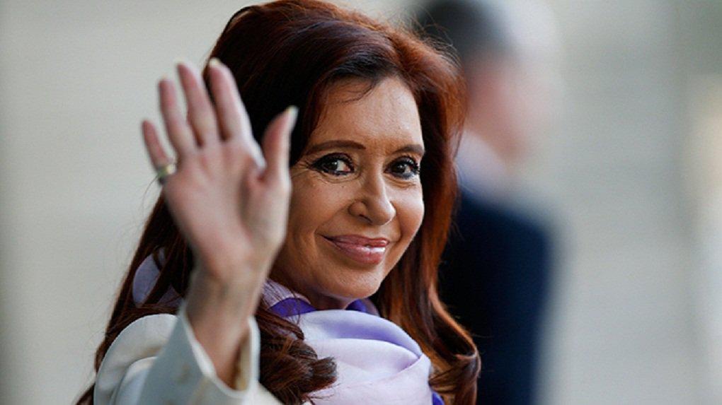 """Prestes a deixar a presidência da Argentina, Cristina Kirchner disse neste domingo estar muito satisfeita com os 12 anos de governo kirchnerista e anunciou que vai se dedicar à militância assim que deixar o cargo, em 10 de dezembro;presidente disse estar emocionada por sentir que seu partido, a Frente para a Vitória, cumpriu a promessa de seu marido ao assumir a Casa Rosada, em 2003: dar aos argentinos um país normal; """"Hoje estamos votando depois de três governos consecutivos da Frente para a Vitória em um país absolutamente normal"""""""