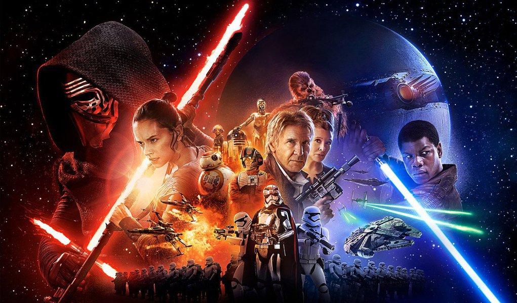 """Os fãs de """"Star Wars"""" puderam ver na segunda-feira o maior número de cenas do próximo filme da série, """"O Despertar da Força"""", em um trailer cheio de ação que se tornou o principal destaque no Twitter e provocou uma corrida de reservas de ingressos que levou à queda do site de vendas online nos Estados Unidos"""
