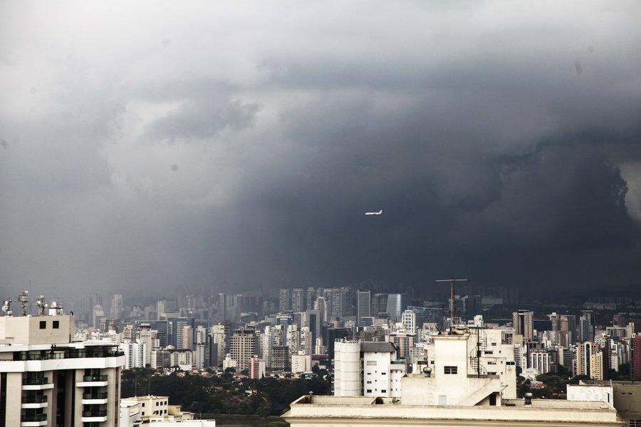 As chuvas também têm alcançado o sistema Cantareira, que abastece cerca de 5,3 milhões de pessoas na grande São Paulo. O sistema completou 12 dias de alta, embora o nível de captação de água continue no volume morto