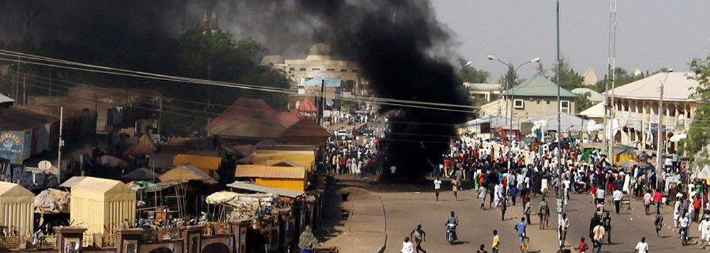 """Pelo menos 27 pessoas morreram e mais de 80 ficaram feridas hoje em um triplo atentado suicida no mercado de Loulou Fou, uma ilha no Lago Chade, divulgaram autoridades das forças de segurança do Chade; """"Três homens-bomba suicidas explodiram em três locais diferentes do mercado semanal de Loulou Fou"""", disse uma fonte das forças de segurança do País"""