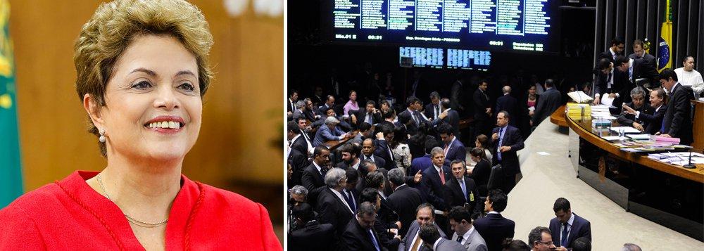 """""""O resultado da votação sobre os vetos mostrou que o governo possui um grau razoável de controle sobre sua base no Congresso, desmentindo a visão de fim de feira que tem sido construída por veículos de comunicação que confundem a realidade com seus desejos"""", afirma Paulo Moreira Leite, diretor do 247 em Brasília; ele conta que a própria presidente Dilma Rousseff foi ao telefone para discutir o que fazer com os principais líderes do PMDB; """"Os votos de ontem foram o indispensável batismo de fogo para a reforma ministerial de um governo que precisa ser reconstruído, para defender um mandato legítimo contra aventureiros e golpistas que só respeitam a democracia quando ela beneficia suas conveniências"""", afirma"""
