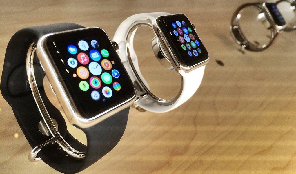O novo relógio da Apple é vendido por uma média de 529 dólares, incluindo acessórios, na ponta mais alta das estimativas de Wall Street, de acordo com os resultados de levantamento da empresa de pesquisa de mercado Wristly