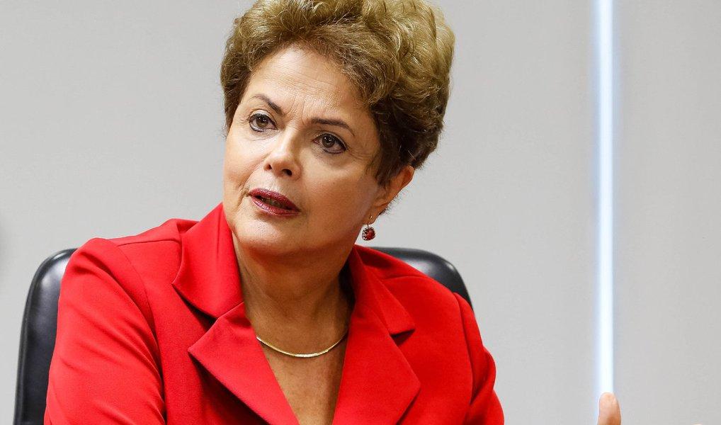 Estratégia do Planalto é recorrer ao Supremo caso as contas do governo referentes a 2014 sejam reprovadas no Tribunal de Contas da União ou um processo de impeachment contra a presidente Dilma seja instalado na Câmara; ministros José Eduardo Cardozo, da Justiça, e Luís Inácio Adams, da Advocacia-Geral da União, conduzem a linha que será defendida para segurar Dilma no poder