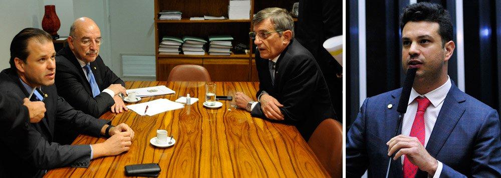 Insatisfeita com as indicações do líder Leonardo Picciani (PMDB-RJ), que apoia o governo Dilma, para compor a comissão de impeachment na Câmara, ala pró-golpe do PMDB protocolou nesta manhã pedido de afastamento do parlamentar; em seu lugar, assume o deputado Leonardo Quintão (PMDB-MG); pedido teve 35 assinaturas, uma a mais que o necessário