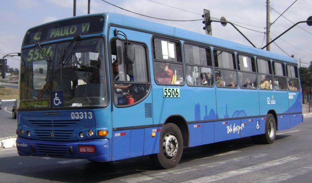 O Ministério Público de Minas Gerais (MPMG) propôs Ação Civil Pública (ACP), com pedido de liminar, que tem como alvos o município de Belo Horizonte, a Empresa de Transportes e Trânsito de Belo Horizonte (BHTrans) e os consórcios Pampulha, BH Leste, Dez e Dom Pedro II; a iniciativa tem como objetivo impedir a concessão de aumento das tarifas de transporte público coletivo por ônibus, que considere a alteração contratual promovida em 19 de dezembro de 2014 – objeto de discussão judicial – e a variação de preços dos últimos 12 ou 24 meses – que já incidiu no reajuste de preço autorizado em 30 de julho de 2015
