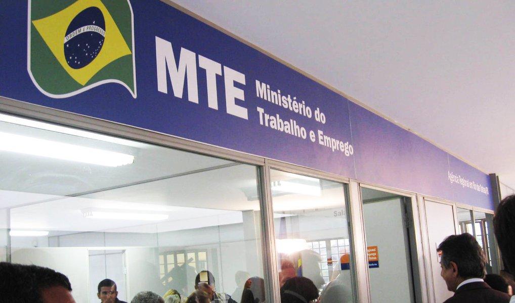 Cadastro Geral de Empregados e Desempregados (Caged) do Ministério do Trabalho aponta que o Brasil perdeu 86.543 vagas formais de trabalho ao longo do mês de agosto