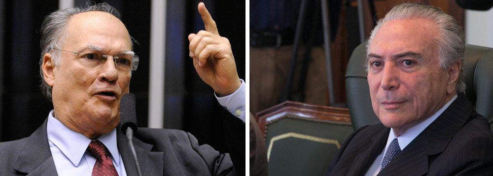 """Um dos principais articuladores do golpe parlamentar contra a presidente Dilma Rousseff, o deputado Roberto Freire (PPS-SP) já está esfregando as mãos para participar de eventual governo do vice-presidente Michel Temer; ele afirmou que, no que depender do PPS, presidido por ele, Temer terá sustentabilidade """"total"""" no Congresso; """"Se votarmos o impeachment, o governo que vier é responsabilidade nossa"""", disse ele; """"Não é responsabilidade nem da sociedade, que não escolheu. Nós é que temos que dar sustentação. Se não quiser assumir responsabilidade, não derrube o governo que aí está. Dentro do PPS, essa discussão não passa"""""""