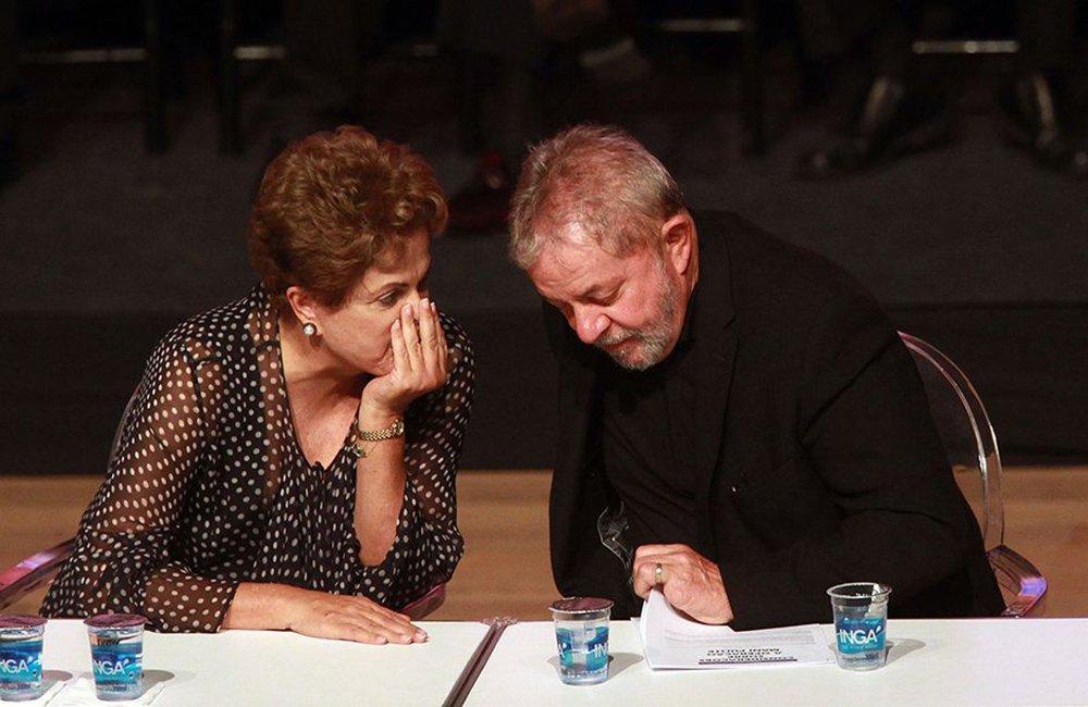 Ex-presidente Lula se reúne nesta quarta-feira, 23, com a presidente Dilma Rousseff para discutir os últimos detalhes da reforma ministerial, que deve ser anunciada nesta quinta-feira, 24; expectativa é que o ex-presidente ajude na interlocução com o PMDB, que negocia ficar com pelo menos cinco pastas da nova configuração estudada por Dilma; Lula deve almoçar com Dilma no Palácio do Alvorada