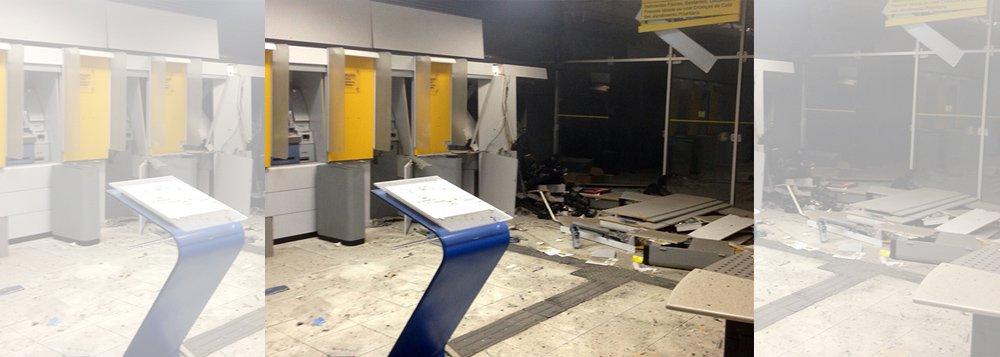 Os caixas eletrônicos do Banco do Brasil, em Campo Alegre, foram explodidos por um grupo criminoso; para evitar a reação da Polícia Militar, enquanto a agência bancária era invadida, vários disparos foram feitos contra o grupamento militar; ação foi realizada por cerca de oito homens em dois veículos