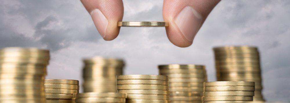As vendas de títulos do Tesouro Direto atingiram R$ 1,377 bilhão em agosto; ao longo do mês, 15.187 novos aplicadores se cadastraram no Tesouro Direto, elevando total de investidores cadastrados para 552.166, um aumento de 31,8% nos últimos doze meses; em agosto, foram realizadas 112.993 operações de venda de títulos a investidores; valor médio por operação, segundo o Tesouro Nacional, foi de R$ 12.194,38