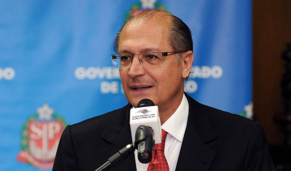 """Governador determinou que as corregedorias do Estado de São Paulo e da Secretaria da Administração Penitenciária (SAP) investiguem o coordenador dos presídios, Hugo Berni Neto, suspeito de enriquecimento ilícito; """"Se ficar comprovado, ele responde criminalmente, vai ser preso, responde civilmente e vai devolver o dinheiro. É isso que tem que fazer"""", disse Geraldo Alckmin (PSDB)"""
