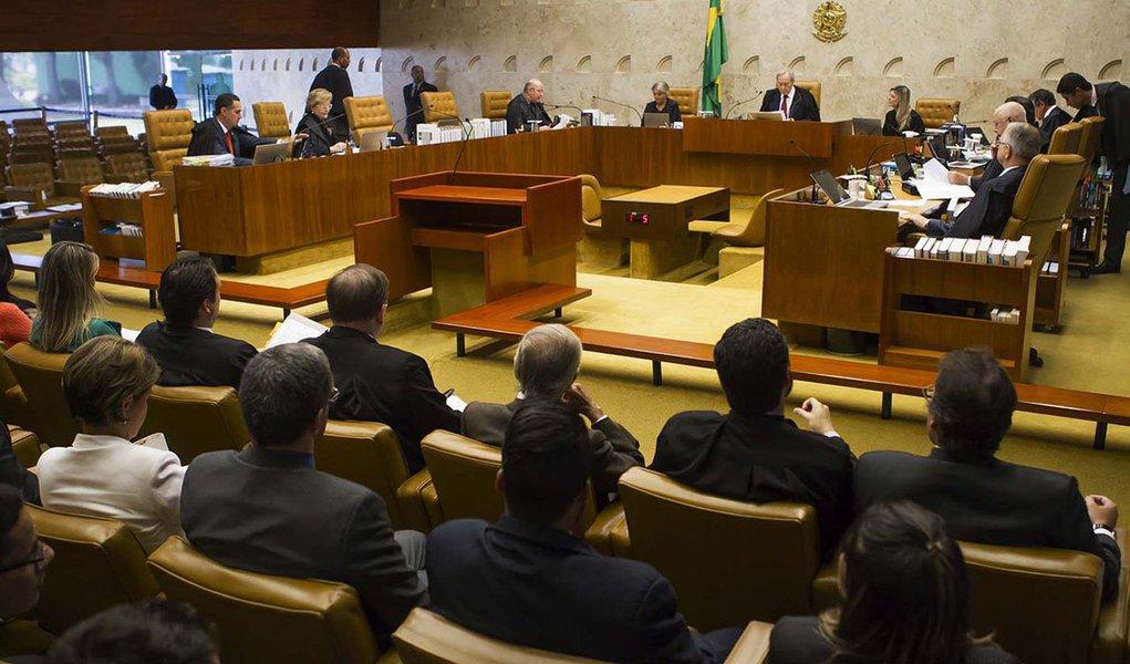 Na condição de última trincheira para a salvação da democracia, repousa no STF as esperanças de todos os brasileiros que de fato amam o seu país, que querem o fim da corrupção mas não o fim das liberdades democráticas e, muito menos, a destruição de nossa soberania. O futuro do Brasil está, assim, nas mãos do STF