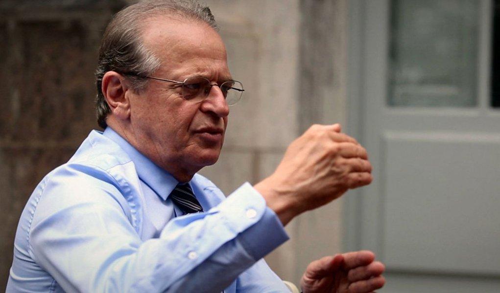 """O ex-governador Tarso Genro (PT) afirmou nesta sexta (25) que a divulgação do listão da Odebrecht tem o objetivo de """"proteger os que receberam recursos em caixa 2"""" e criar a ideia de que, se todos são iguais, Eduardo Cunha pode continuar tocando o impeachment da presidente Dilma Rousseff"""