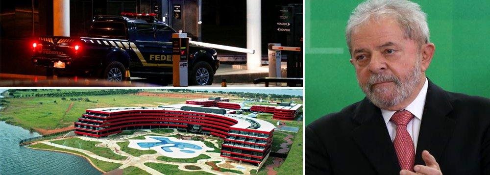 """Agentes da Polícia Federal, que cumprem mandados pela 26ª fase da Lava Jato, deixaram o hotel Golden Tulip, em Brasília, onde está hospedado o ex-presidente Lula; ele não é alvo da Xepa, que investiga """"indícios concretos"""" de que a Odebrecht utilizou operadores financeiros ligados ao mercado paralelo de câmbio para fazer os pagamentos ilegais; o hotel fica próximo ao Palácio da Alvorada; nesta manhã, a presidente Dilma pedalou por duas vezes em frente ao local"""