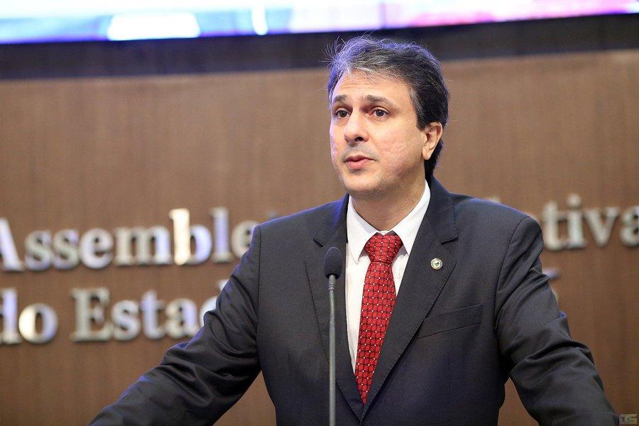 Além de apresentar o plano o governador Camilo Santana encaminha o projeto de lei instituindo a Política Estadual do Reúso, que trata do abastecimento de água e esgoto sanitário, da criação de incentivos tributários estaduais para o reúso e da política estadual de resíduos sólidos