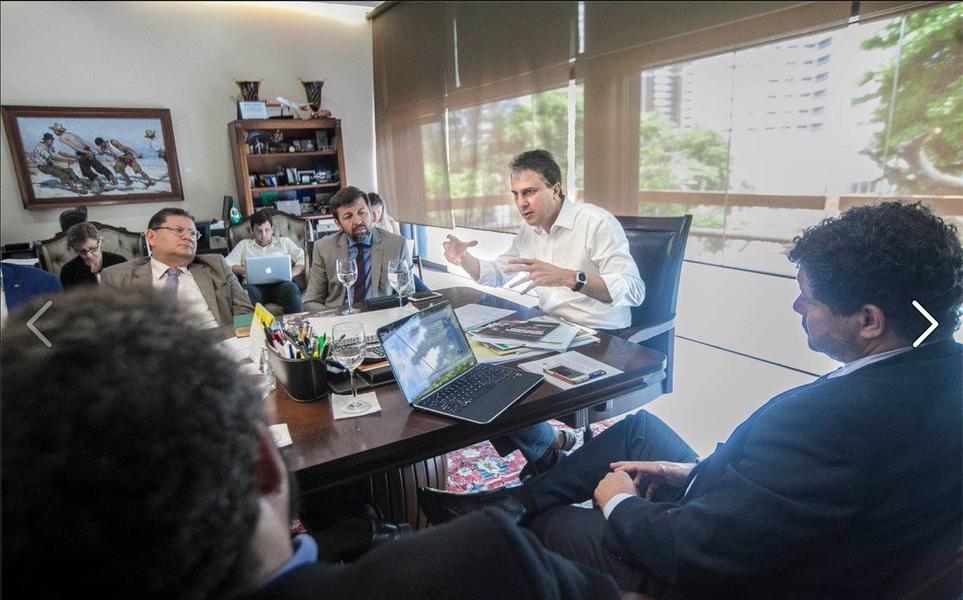 """""""É muito importante trabalhar na prevenção e, também, na reinserção das vítimas no mercado de trabalho. A ideia é incluí-las nas ações que o Estado oferece. Vamos trazer essas pessoas para dentro dos nossos programas"""", disse Camilo Santana (PT). O governador recebeu nesta segunda-feira (21), no Palácio da Abolição, representantes da Organização Internacional do Trabalho (OIT) e do Ministério do Trabalho para definir a criação de um grupo para trabalhar na elaboração do plano"""