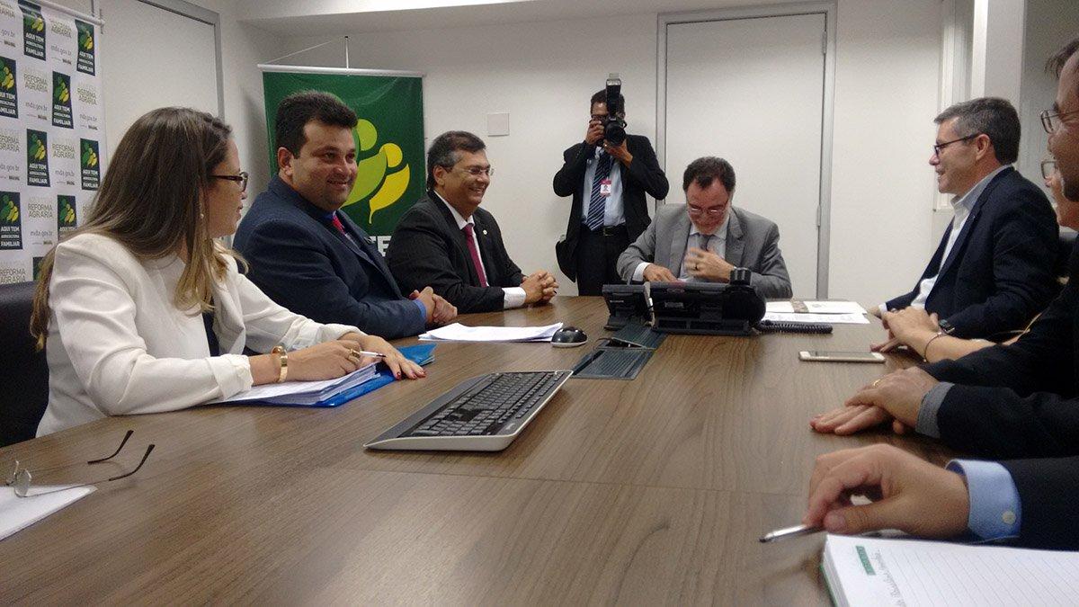 Governador Flávio Dino e secretário Adelmo Soares durante agenda com o ministro Patrus Ananias em Brasília. Foto: Divulgação