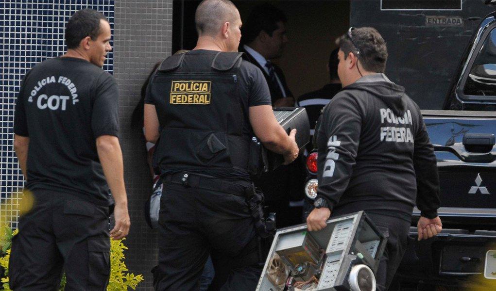 Polícia Federal está muito preocupada com a corrupção, bem como também com a luta política que se radicalizou neste País, a partir das manifestações de junho de 2013. E resolveu escolher seu lado: o lado à direita do espectro ideológico