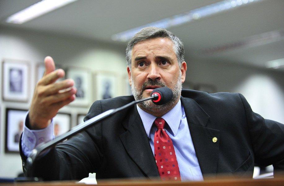 """Importante membro da linha de frente que defende o governo Dilma contra o impeachment, o deputado federal Paulo Pimenta (PT-RS) acredita que o golpe será impedido e espera que, """"derrotado o impeachment, Aécio Neves entenda que perdeu a eleição de 2014""""; ele disse, ainda, que tem parlamentar anunciando que vota a favor do impeachment, mas que aceita discutir a recomposição"""