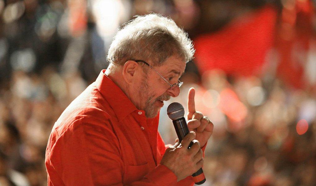 """Colunista do 247, Lula Miranda prevê a prisão do ex-presidente Lula no cerco criado dentro das investigações da 22ª fase da Lava Jato, denominada triplo X, e do Ministério Público de São Paulo; """"Esta é a crônica de uma prisão anunciada. A crônica de uma infâmia e injustiça que se anuncia aos quatro ventos, aos quatro cantos. Só não vê ou escuta aquele que não quer""""; para o colunista, Lula será """"preso, processado e julgado (nesta ordem) tão somente para cumprir ritos""""; """"Lula será preso. E com ele pretendem interditar a nossa utopia. Não podemos permitir"""", afirma"""