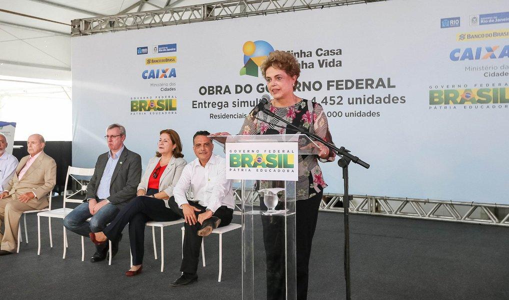 """Durante entrega de unidades do Minha Casa Minha Vida nesta sexta-feira, 8, no Rio, a presidente Dilma Rousseff disse que o impeachment está previsto na Constituição, mas só deve ser usado se houver crime de responsabilidade cometido pelo presidente da República; """"Qual é o problema? O problema é que eu não cometi crime de responsabilidade"""", reiterou; """"Quem pretende interromper meu mandato é justamente aquele tipo de pessoa que considera um erro o governo federal colocar recursos em um programa como o Minha Casa, Minha Vida. Não concordamos com esse tipo de posição e continuaremos a fazer os programas que beneficiam nosso povo"""""""