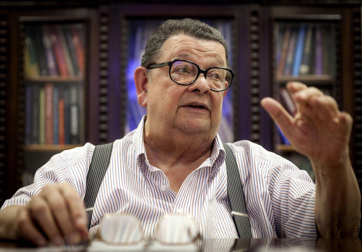 """Em entrevista exclusiva ao jornalista Alex Solnik, em seu escritório, o último sobrevivente dos governos militares, Delfim Netto, em ótima forma, por sinal, afirma que o impeachment não faz sentido;""""Dilma é absolutamente honesta"""", diz; exalta Lula – """"uma inteligência absolutamente brilhante""""; e avalia que Hélio Bicudo redigiu o processo de impeachment """"movido por paixões cegas""""; a respeito dos """"Diários"""" de Fernando Henrique, foi categórico: """"O livro é melhor que o governo"""""""